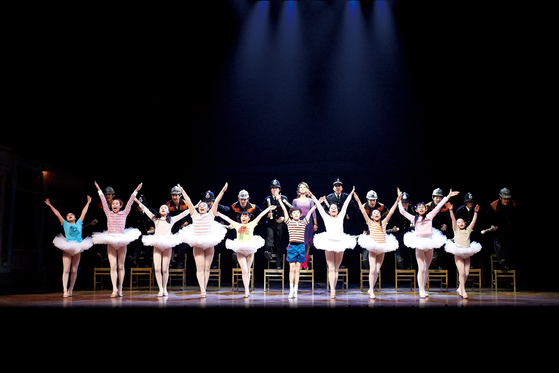 """Korean production of hit musical """"Billy Elliot"""" is being staged at the D-Cube Arts Center. [SEENSEE COMPANY]"""