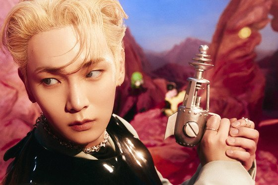 A teaser photo for Key's upcoming EP ″Bad Love″ [SM ENTERTAINMENT]