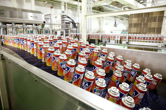 Butane gas canisters are produced at Daeryuk's production line in Asan, South Chungcheong. [DAERYUK]