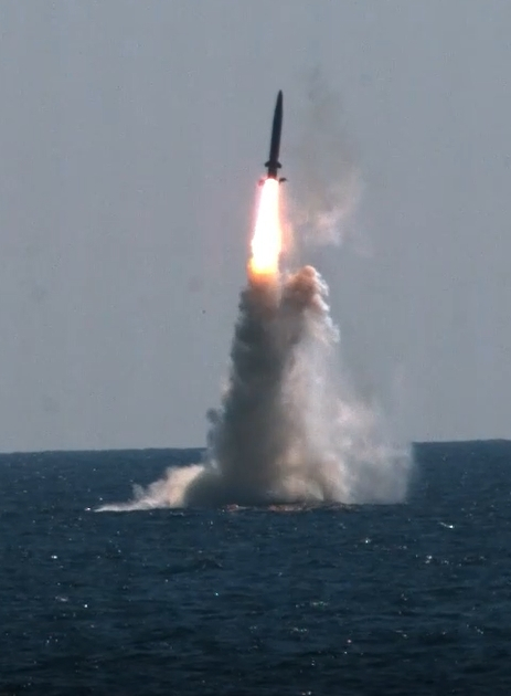 Wednesday's successful test of a submarine-launched ballistic missile (SLBM) from the Navy submarine Dosan Ahn Chang-ho makes South Korea the eighth country in the world to possess the weapon. [DEFENSE MINISTRY]