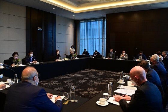 A group of ambassadors have a meeting with Democratic Party Chairman Song Young-gil at a conference room in the National Assembly on Monday. [BRITISH EMBASSY]