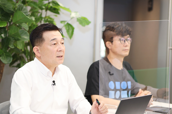 Naver Cloud executive director Kim Tae-chang, left, speaks during an online press briefing on Thursday. [NAVER]