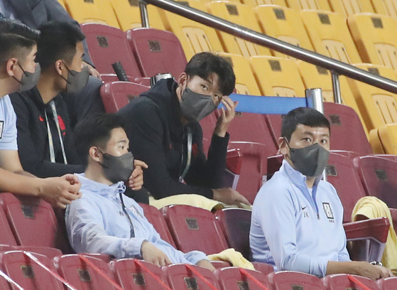 Son Heung-min, center, watches Korea's World Cup qualifier against Lebanon from the stands at Suwon World Cup Stadium in Suwon on Sept. 7. [YONHAP]