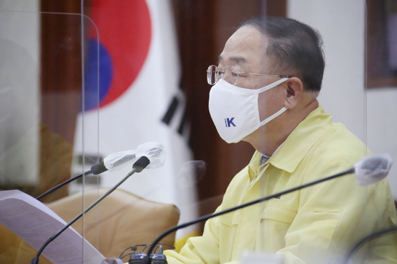 Finance Minister Hong Nam-ki speaks during a government meeting Thursday at the central government complex in Seoul. [YONHAP]