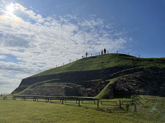 Visitors walk along the top of Horogoru Fortress [LEE SUN-MIN]
