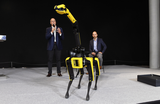 Boston Dynamics CEO Robert Playter, left, and CTO Aaron Saunders speak during an online press conference held on Sept. 10 with the company's four-legged Spot robot. [HYUNDAI MOTOR]