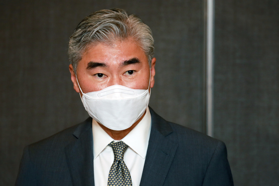 U.S. nuclear envoy Sung Kim speaks with the press during his visit to Seoul on Aug. 23. [YONHAP]
