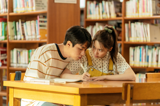 """In """"Miracle: Letters to the President,"""" Yoona portrays bubbly high school girl La-hee in a rural town in the 1980s. [LOTTE ENTERTAINMENT]"""