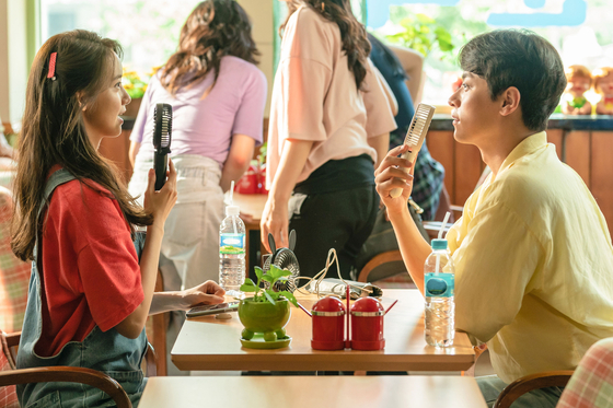 """Yoona and her costar Park Jeong-min take a break while filming """"Miracle: Letters to the President."""" [LOTTE ENTERTAINMENT]"""