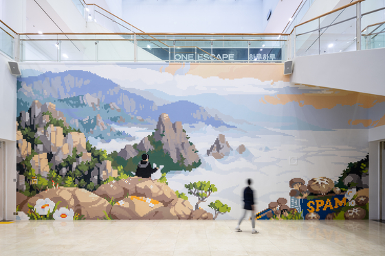 ″Recipe for a Little Landscape″ (2021), a site-specific large-scale pixel art mural by Mexican artist Minerva Cuevas for the Seoul Mediacity Biennale. [SEOUL MEDIACITY BIENNALE]
