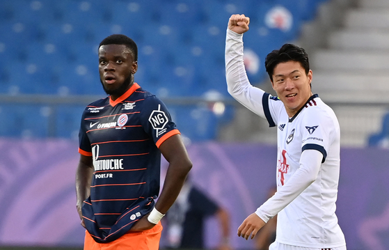 Bordeaux's Hwang Ui-jo celebrates scoring a goal during a Ligue 1 match against Montpellier at La Mosson stadium in Montpellier on Wednesday. Hwang is off to a fast start with three goals in six appearances so far this season. [AFP/YONHAP]
