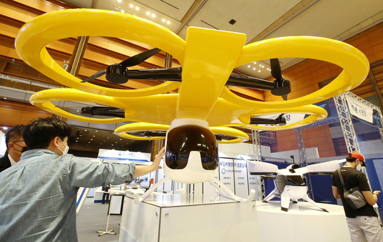 A drone is on display at the Unmanned System World Congress 2021 held at the Coex Mall on Sunday. The exhibition is dedicated to various kinds of unmanned systems including urban air mobility, private air vehicles and related components. The exhibition continues until Sept. 28. [YONHAP]