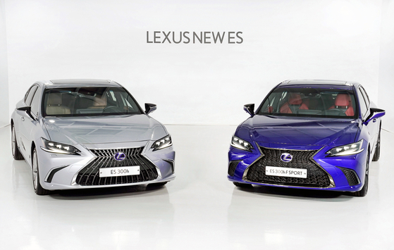 Lexus launched a partially revamped ES 300h, left, and ES 300h F Sport in Korea on Monday. [LEXUS KOREA]