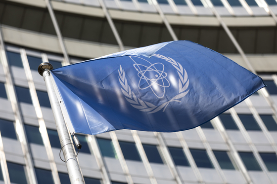 In this June 7 file photo, the flag of the International Atomic Energy Agency (IAEA) waves at the entrance of the Vienna International Center in Vienna. [AP/LISA LEUTNER/YONHAP]