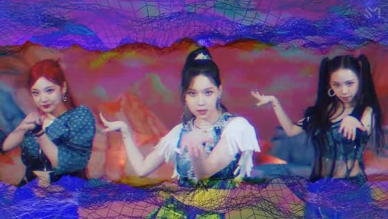 Una escena del video musical del grupo de chicas aespa para