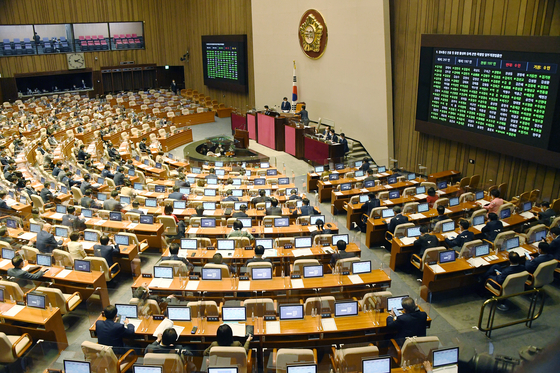 Voting at the National Assembly on Tuesday proceeds without the controversial amendment to the Press Arbitration Act. [NEWS1]