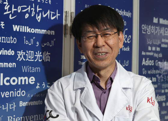 Kwon Oh-seung, president of the Korean Society of Pharmaceutical Science and Technology, smiles during an interview with the JoonAng Ilbo in February 2018, when he was head of the Doping Control Center at the Korea Institute of Science and Technology (KIST). The center dispatched analysts to assist in the technology of identifying growth hormone and similar banned substances at the request of the Tokyo Olympic Organizing Committee. [JOONGANG PHOTO]