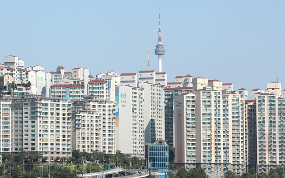 View of apartment complexes in downtown Seoul on Sept. 12. [YONHAP]