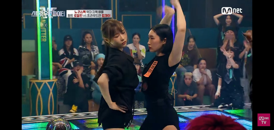 """A scene from a dance-off in Mnet's dance audition show """"Street Woman Fighter."""" [SCREEN CAPTURE]"""
