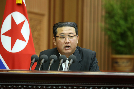 North Korean leader Kim Jong-un addresses the Supreme People's Assembly on Wednesday. [NEWS1]