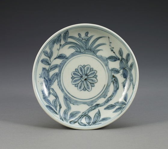 ″Blue and White Porcelain Dish with Chestnut Design″ from the Joseon Dynasty [KOREA CERAMIC FOUNDATION]
