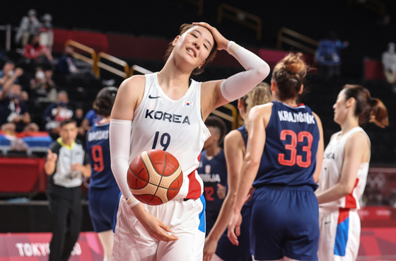 Park Ji-su reacts after losing to Serbia 65-61 during a women's preliminary round basketball game at the 2020 Summer Olympics on Aug. 1 in Saitama, Japan. [YONHAP]