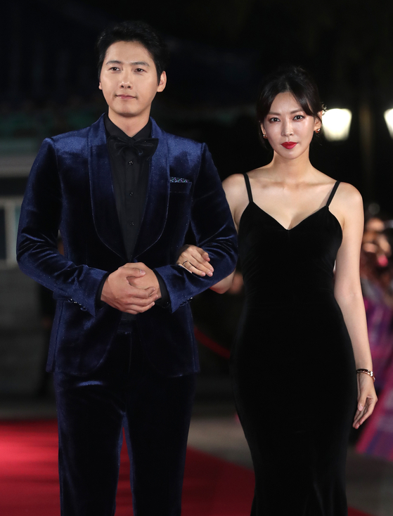 Lee Sang-woo, left, and Kim So-yeon [ILGAN SPORTS]