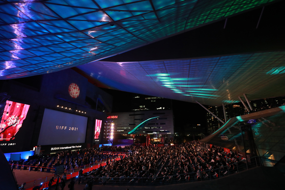 The 26th Busan International Film Festival opened on Wednesday with pandemic protocols in place to protect the guests, organizers and participants. [YONHAP]