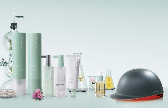 Amway Korea's items that are good for reducing hair loss including a hair loss treatment helmet. [AMWAY KOREA]