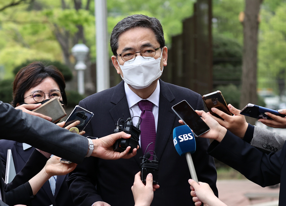 Kwak Sang-do, a People Power Party (PPP) lawmaker who resigned from the party on Sunday after media reported his son received a massive severance payment from Hwacheon Daeyu. [YONHAP]