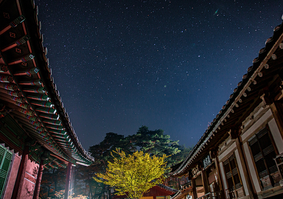 A star-filled sky can be seen from Sosu Seowon in Yeongju. [SW TOUR]