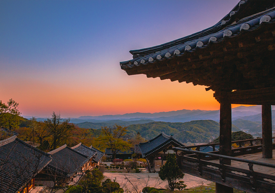 The sunset view of Buseok Temple in Yeongju, North Gyeongsang [SW TOUR]