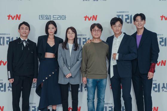 "From left, actors Oh Jung-se, Jun Ji-hyun, writer Kim Eun-hee, camera director Choi Sang-mook and actors Cho Han-cheul and Ju Ji-hoon pose for photos at an online press event for their upcoming tvN drama series ""Jirisan."" [TVN]"
