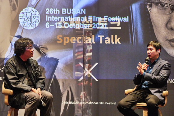 Director Bong Joon-ho, left, and Hamaguchi held a special panel discussion on Thursday. [BIFF]