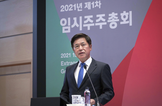 SK Telecom's CEO Park Jung-ho speaks during an extraordinary shareholders meeting held on Tuesday at the company's headquarters in Jongno, central Seoul, where the company's shareholders officially approved the spinoff of its new company SK Square. [SK TELECOM]