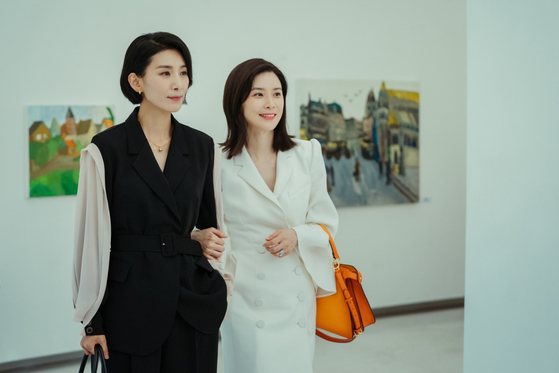 """The tvN series """"Mine"""" (2021) portrays two sisters-in-law who help each other in dire situations. [TVN]"""