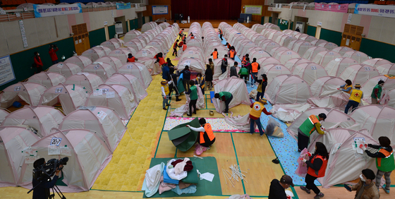 Pohang city officials dismantle tents set up in the temporary evacuation facility for the victims of the Pohang earthquake, at Heunghae Gymnasium in Pohang, North Gyeongsang, on Tuesday. When the earthquake occurred almost four years ago, the facility held as many as 1,797 people. All the tenants left the shelter fully compensated. [NEWS1]