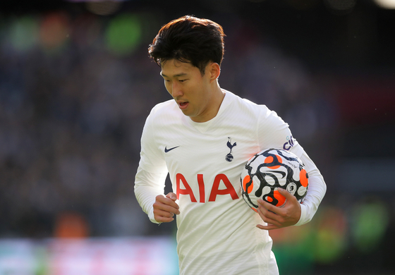 Tottenham Hotspur's Son Heung-min runs with the ball during a game against West Ham at London Stadium in London on Sunday. [REUTERS/YONHAP]