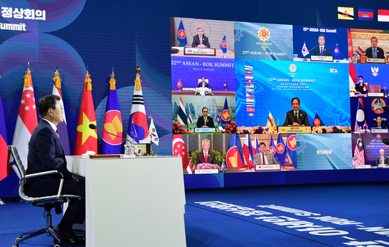 President Moon Jae-in takes part in the 22nd Korea-Asean summit over video conference from the Blue House in central Seoul Tuesday. [JOINT PRESS CORPS]