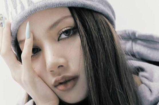 Lisa [YG ENTERTAINMENT]